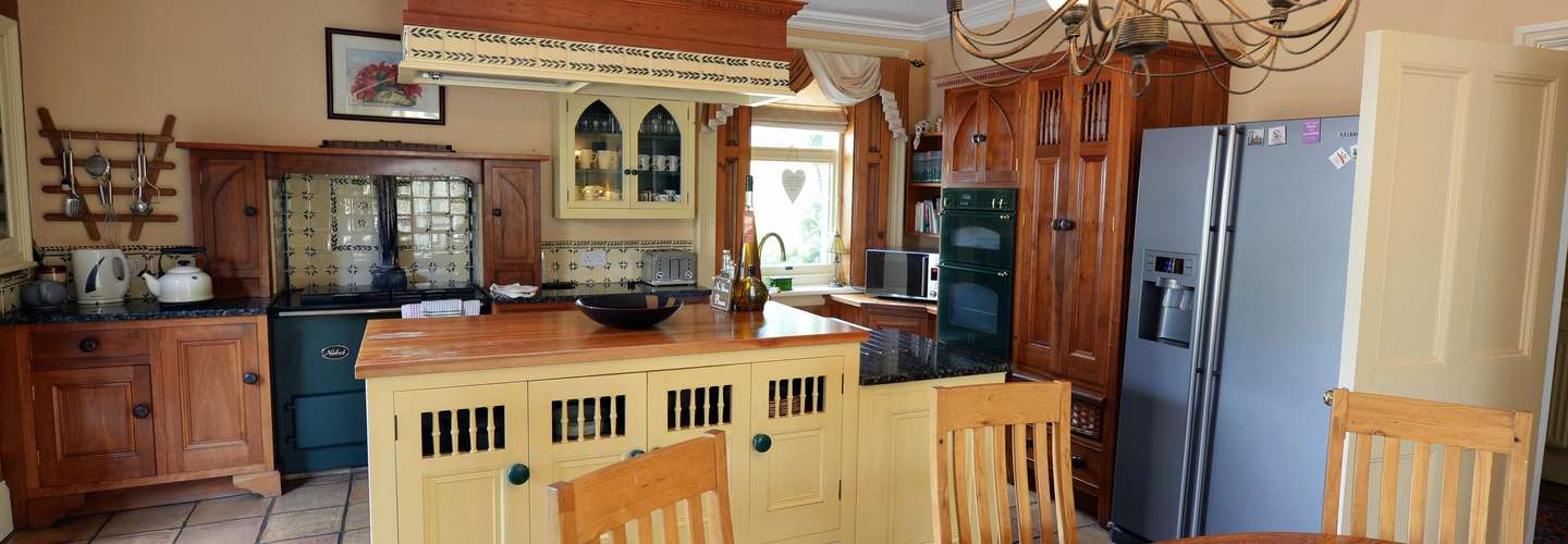 The Priory - Country Manor House, Log Burner, Sea Views, Pet Friendly  - Kitchen