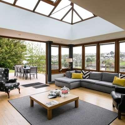 Oaktree Lodge - Luxury Cottage, Hot Tub, Sea Views