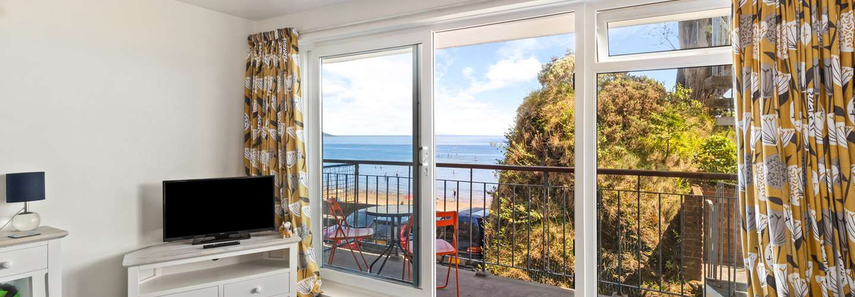 Swn Y Tonnau - Sea Front Apartment, Sea Views, Parking, Direct Beach Access - Sea Front Apartment, Spectacular Sea Views, Parking, Direct Beach Access