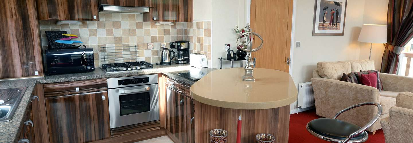 The Lodge - Near to Beach, Pet Friendly - kitchen 2