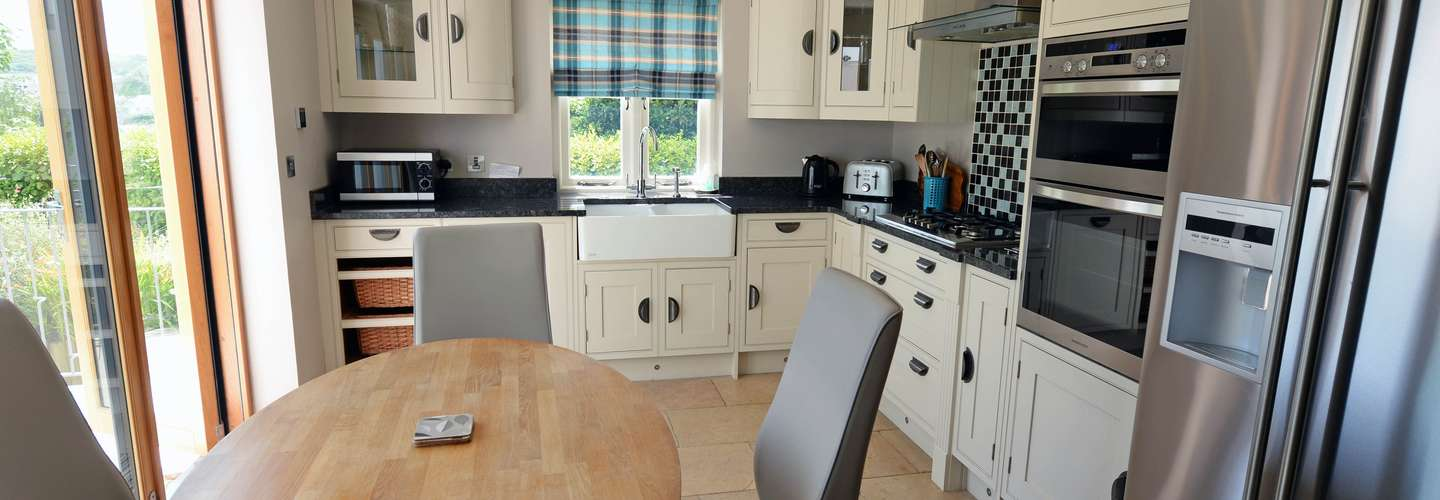 Priory Cottage - Luxury Cottage, Near to Beach - kitchen 1
