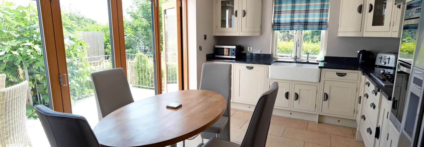 Priory Cottage - Luxury Cottage, Near to Beach - kitchen2