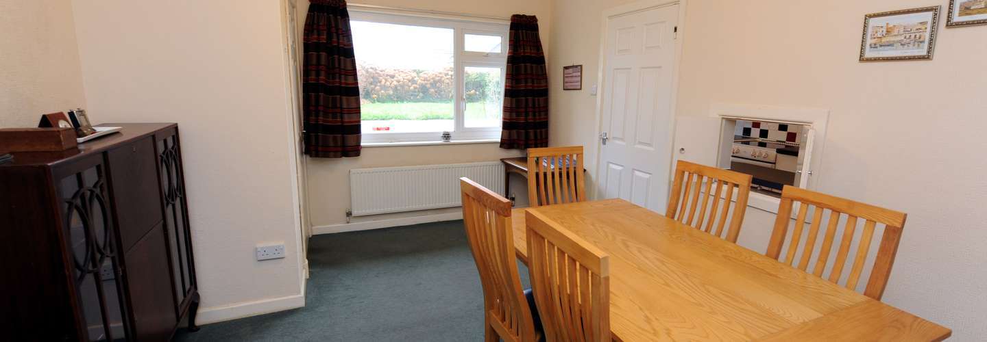Heddfan - Near to Beach, Pet Friendly - Dining room