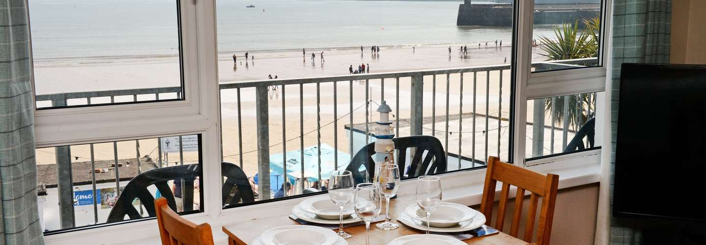 Mermaid Apartment - Sea Front Apartment with Views - dining view