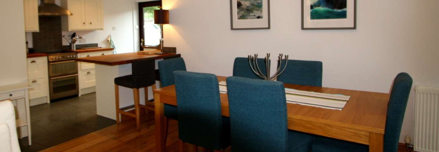 Hafan Heli - Luxury Cottage, Near to Beach, Pet Friendly  - dining