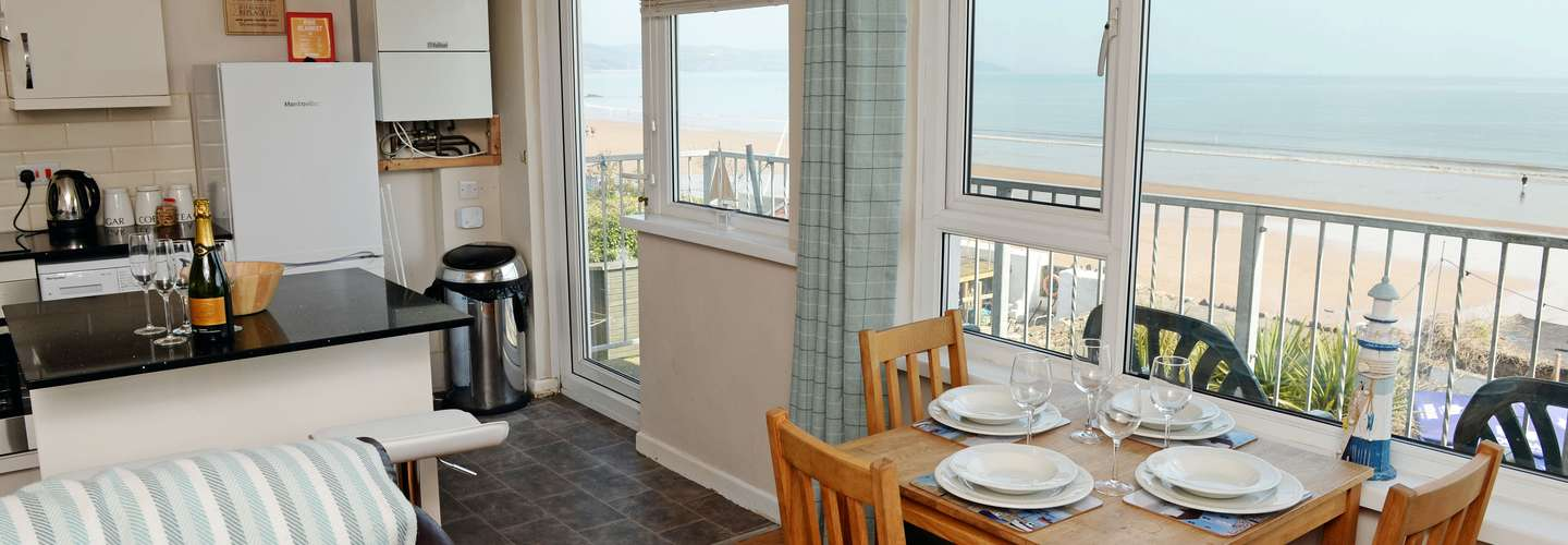 Mermaid Apartment - Sea Front Apartment with Views - dining