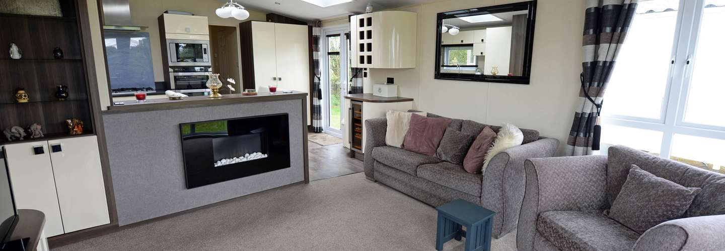 Reis Ceirios Lodge - Croft Country Park with Swimming Pool - Lodge, Swimming Pool, near Tenby