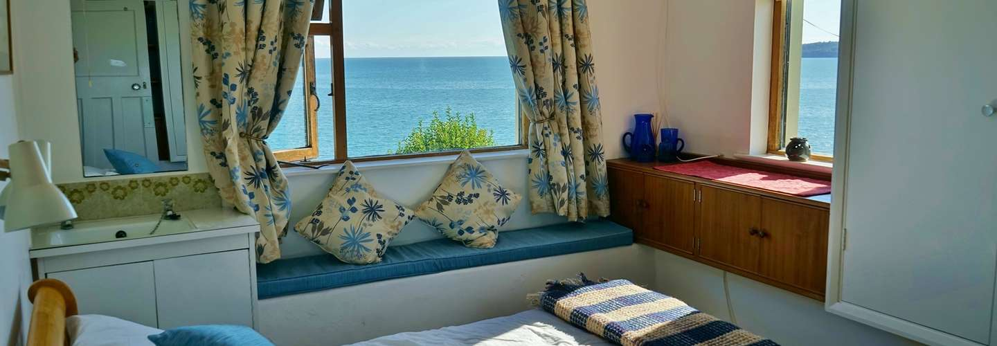 The Cottage - Sea Views, Direct Access to Beach, Pet Friendly - bed 2