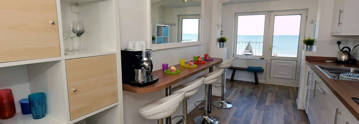 Gone to the Beach - Luxury Cottage, Sea Views, Direct Access to Beach, Pet Friendly - kitchen