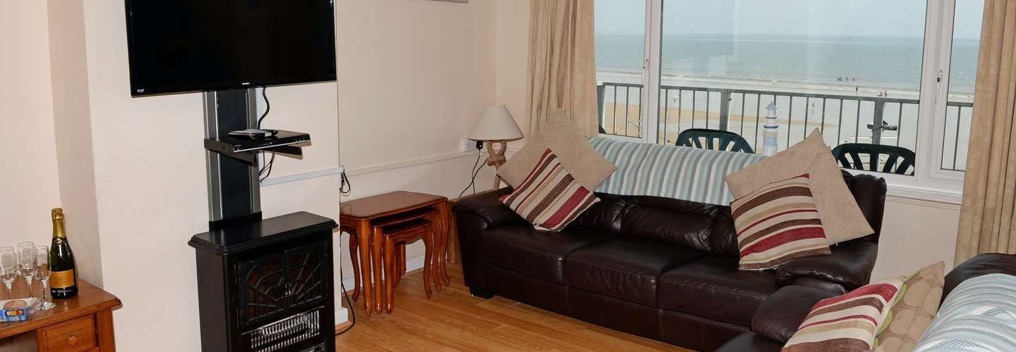 Sea View Apartment - Sea Front Apartment with Views - Lounge