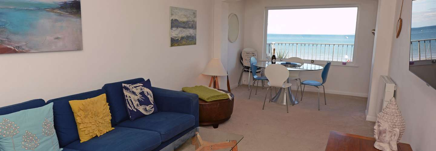 Gone to the Beach - Luxury Cottage, Sea Views, Direct Access to Beach, Pet Friendly - lounge
