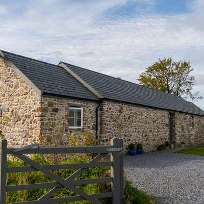 The Dairy - Luxury Cottage, Hot Tub and Summer House, Countryside Views, Pet Friendly - Barn