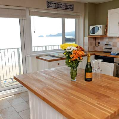 Dolphins Apartment - Sea Front Apartment with Views - breakfast bar