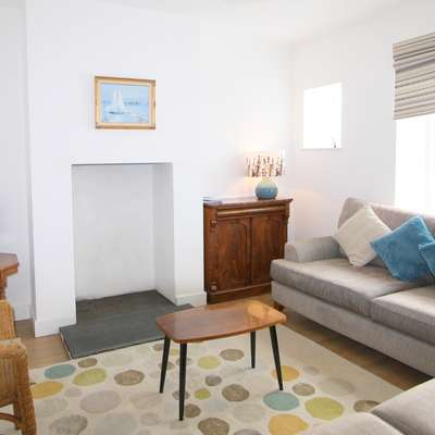 Gull Cottage - Near to Beach, Pet Friendly - lounge