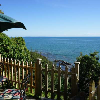 The Cottage - Sea Views, Direct Access to Beach, Pet Friendly - garden